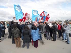 Fotoğraf 7-8: Gazi Yerleşkesi içinde yapılan yürüyüş ve yargı kararının uygulanması için yapılan açıklamadan görüntüler