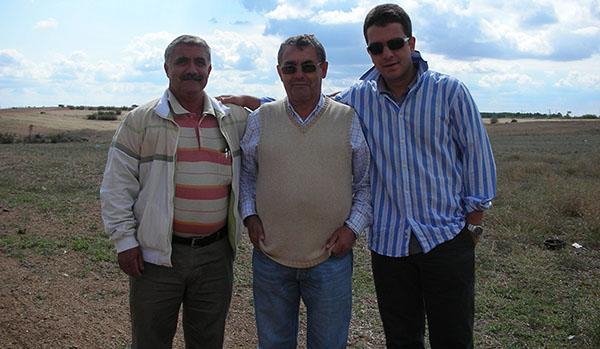 Nasuh kardeşi Hayrettin ve oğlu Ertan ile birlikte
