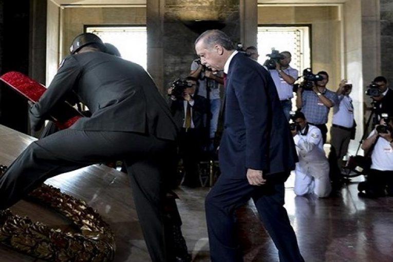 Atatürk Aşkı   – Av. Mehdi Bektaş
